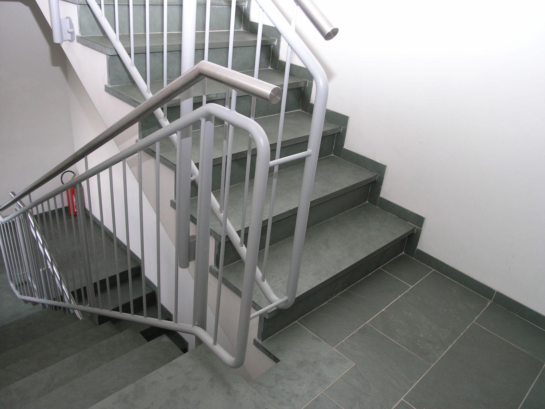 Treppenhaus nach außen verlegen  Treppenstufen – backes